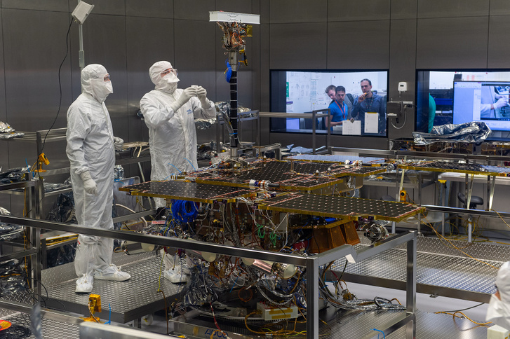 PanCam mast fitted to ExoMars rover