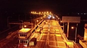 Kínai harckocsik indultak el Hongkong felé