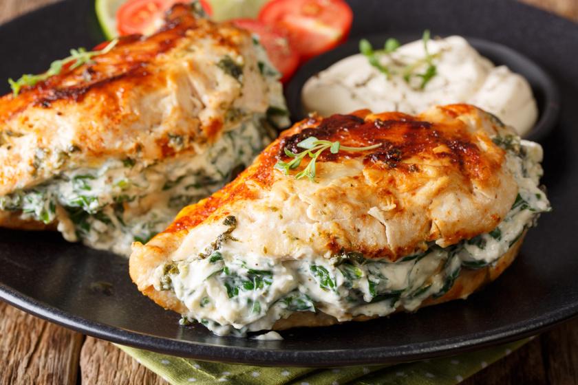 Tejszínes, spenótos csirkemell sok fokhagymával: a hús omlós és szaftos