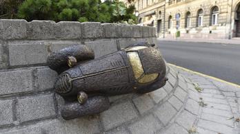 Újabb miniszobrokat avattak Budapesten