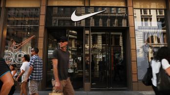 Levélben könyörög Trumpnak az Adidas és a Nike