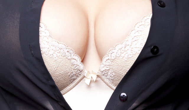 stockfresh 1669299 big-breasts sizeM