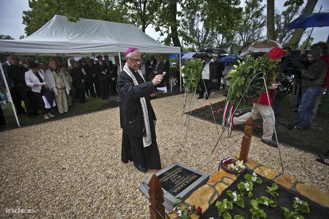 Gyulai megyéspüspök szentel