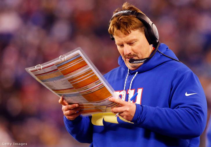 A korábbi NFL-vezetőedző Ben McAdoo kezében az elmúlt évek egyik legnagyobb ún. call sheetje a New York Giants teljes stratégiájával