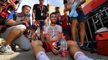 Tömegbukás miatt kiesett a Vuelta egyik favoritja