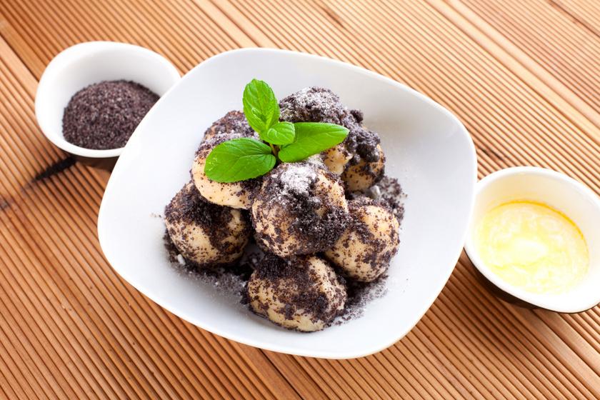 Édes, puha szilvás gombóc: vaníliaöntettel és mákkal is próbáld ki