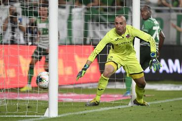 A ferencvárosi Franck Boli (j) gólja Ivan Kardum kapus hálójában