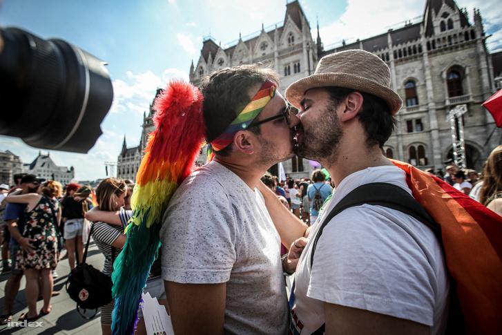 Budapest Pride a Kossuth téren 2019. július 6-án