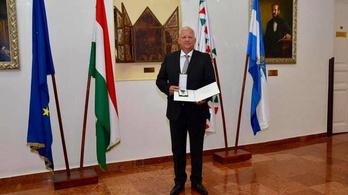 Lovagkeresztet kapott a Fideszhez átálló pesterzsébeti polgármester