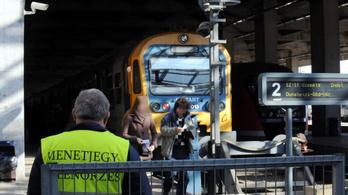 Szeptembertől újabb 103 testkamerát kapnak a MÁV jegyellenőrei