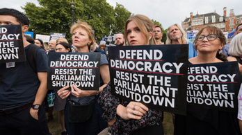 Elutasították a brit parlament felfüggesztését ellenző kezdeményezést