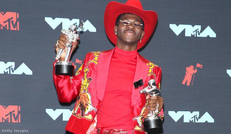 6. Piros cowboyszerkó