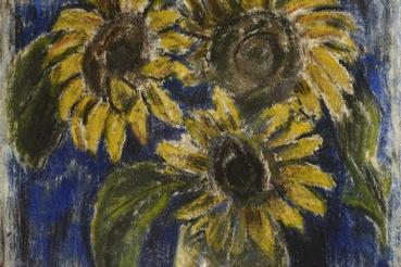 Napraforgók kék háttér előtt. A kép nem Van Gogh híres sorozatának adaptációja, Nagy István ilyen csendéletek sokaságát festette, különböző hétköznapi növényekkel. A párhuzam mégis megdöbbentő.