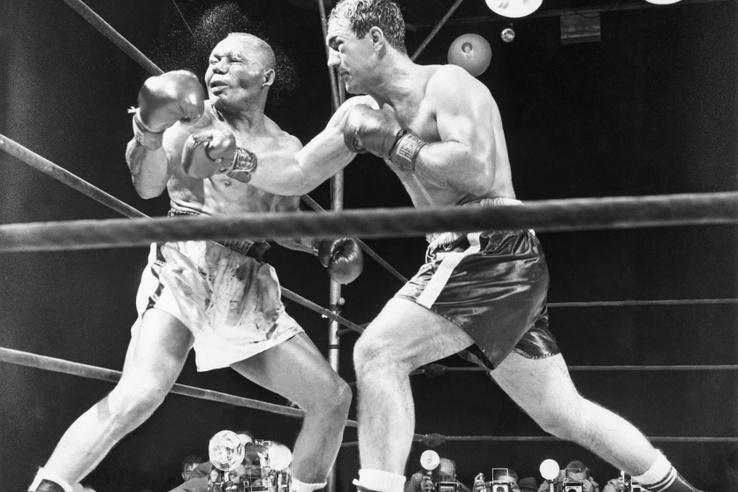 1952-ben Rocky Joe Walcottot taglózta le a 13. menetben.