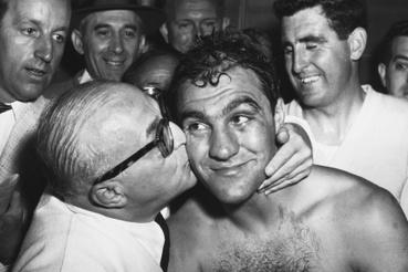 Ezzard Charlest végül 15 menetben győzte le Marciano. A mérkőzés után Al Weill, Rocky edzője arcon csókolta a boxolót örömében.