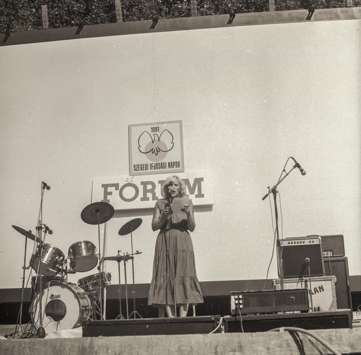 Horváth Kristóf, Esti Kornél: Ami talán a legjobban megmaradt a zenekarnak, az az, hogy amikor tavaly Sean Paul last minute lemondta a fellépését, egy kisszínpadról beraktak minket a nagyszínpadra, méghozzá egyből a Lovasi 50 elé.