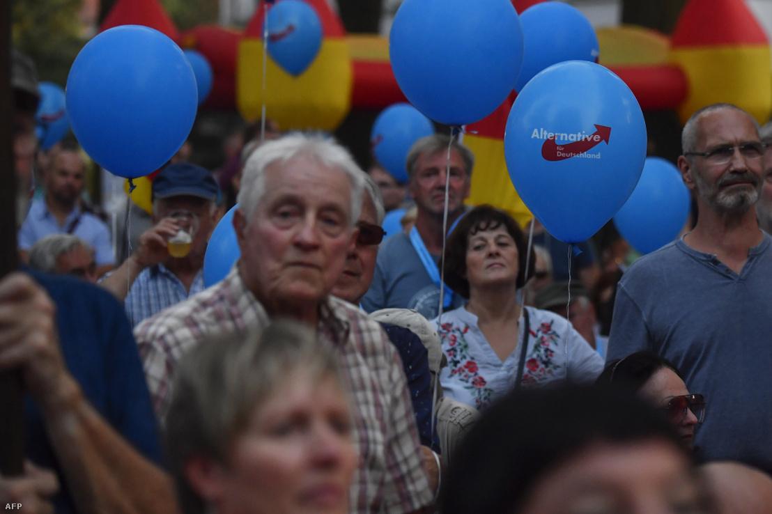 Támogatók az AFD választási rendezvényén a branderburgi Königs Wusterhausenben 2019. augusztus 30-én
