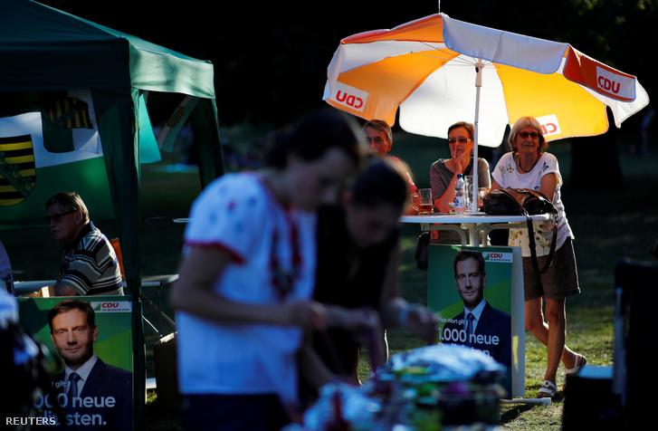 Michael Kretschmer plakátjai a CDU választási kampányrendezvényén Leipzigben, 2019. augusztus 23-án