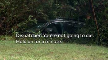 Felhívta a 911-et, hogy jöjjenek gyorsan, mert megfullad, a diszpécser inkább kioktatta