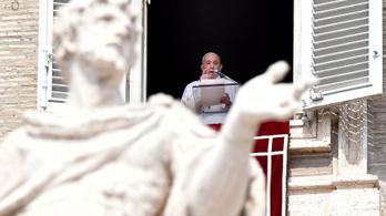 Ferenc pápa beszorult a liftbe, tűzoltók szabadították ki