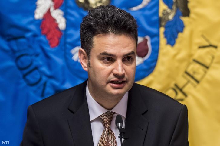Márki-Zay Péter polgármester beszél a hódmezővásárhelyi közgyűlés ülésén a városháza dísztermében 2018. március 19-én