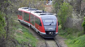Két és fél órás késések is vannak a ceglédi vasútvonalon