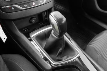 A Peugeot ötsebességes váltójánál (főleg a száz lóerős dízellel) nehéz ma rosszabbat találni