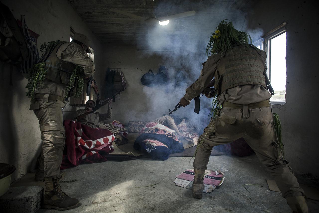 Az Iszlám Állam megalakulása után Irakba érkező nyugati kiképzőkre - köztük 200 magyarra - nagy szükség volt az olyan speciális harci helyzetekre való kiképzésben, mint az épületharc vagy robbanószerkezetek felderítése.