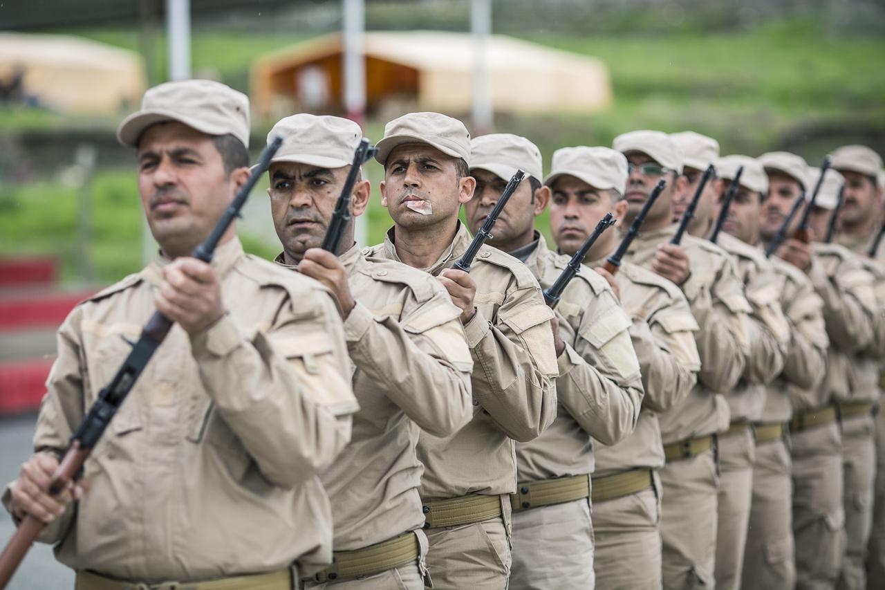 A ragtapasz elárulja, hogy a pesmergák törekszenek a lehet legélethűbb katonai közelharc-képzésre.