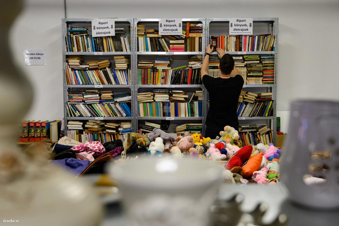 Könyvek az FKF szemléletformáló központban