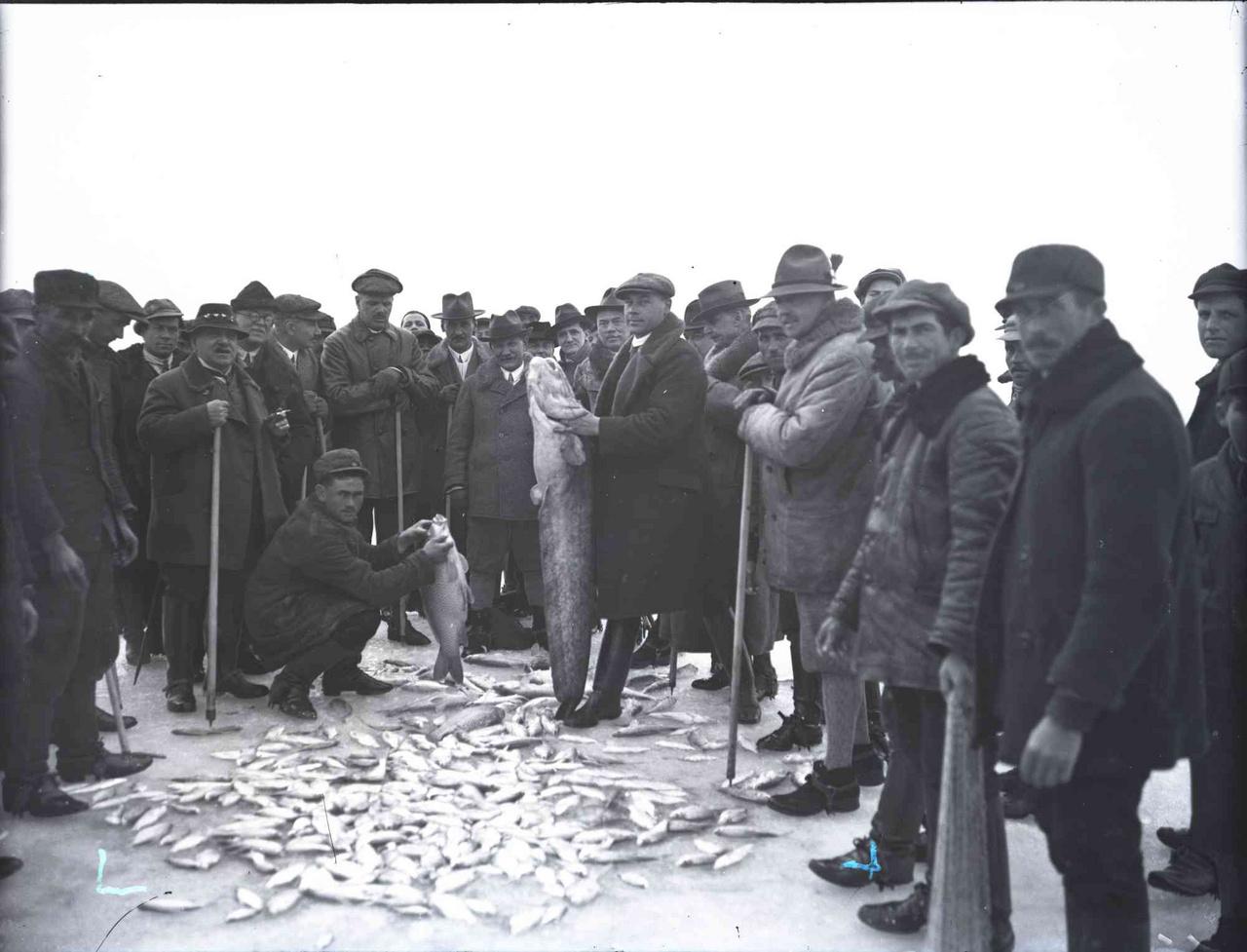 Jégi halászat a Balatonon