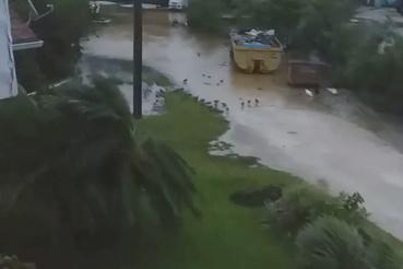 Viharos szél és eső elérte New Providence szigetét