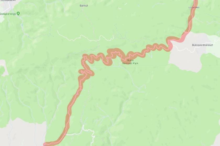 A kanyargós Egri országút a természeti adottságokhoz idomulva vezeti át a sofőröket és utasaikat a Bükki Nemzeti Parkon. A képen jól látszik, milyen visszafordító hajtűkanyarokat kell megtenni, ráadásul mindezt hegyi menetben.