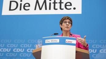 Lemondással fenyeget Angela Merkel pártjának vezetője