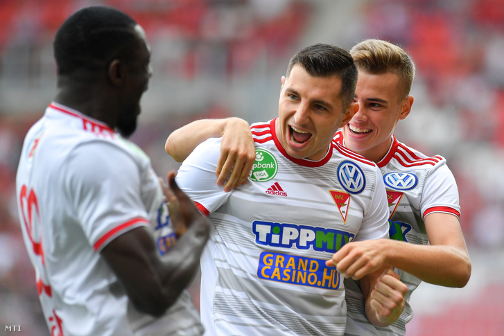 A gólszerző debreceni Nikola Trujic és csapattársai Haruna Garba és Kusnyír Erik a labdarúgó OTP Bank Liga 3. fordulójában játszott Debreceni VSC - ZTE FC mérkõzésen a debreceni Nagyerdei Stadionban 2019. augusztus 17-én