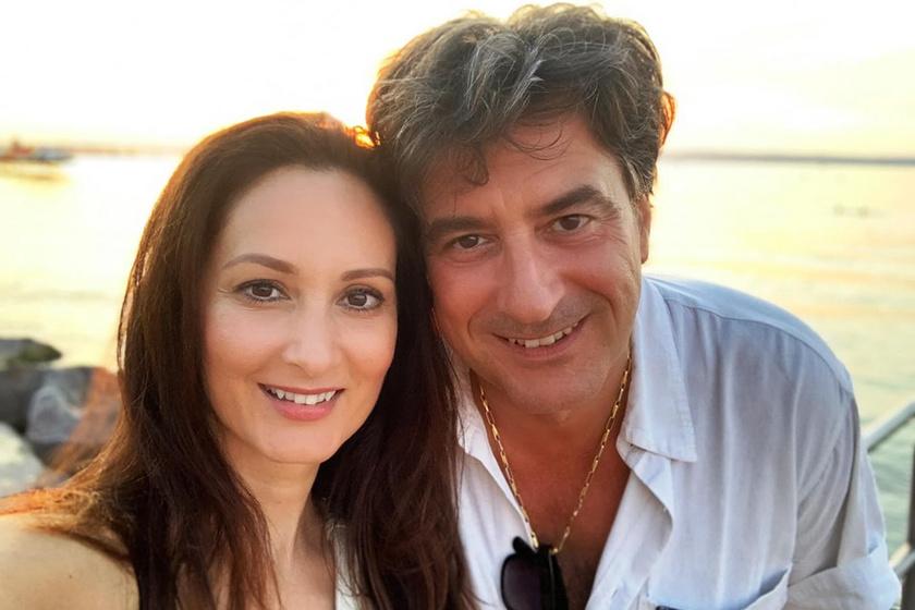 Tihanyi-Tóth Csaba 15 év után is rajong feleségéért. Rita gyönyörű nő.