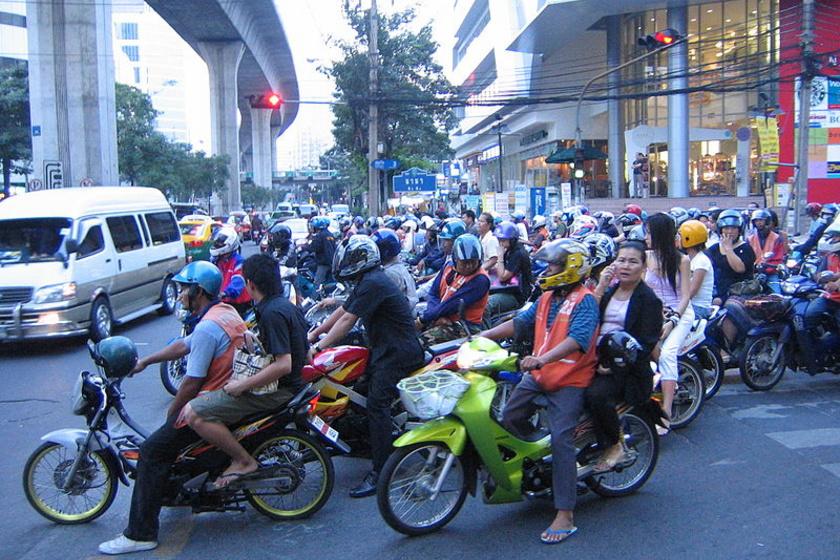 800px-Scooters Bangkok Nana