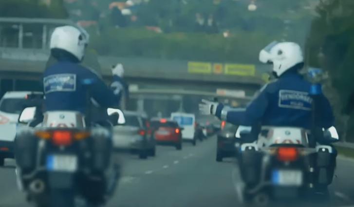 Ingyenes rendőrség randi Egyesült Királyságban sebességváltó hűtő beakaszt