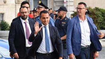 Zöld utat kapott az Öt Csillag-baloldal koalíció Olaszországban, Salvini tovább fenyeget