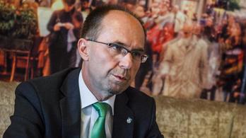 Kiugrott fideszes alpolgármester: Központilag mondták meg, hogy árulónak kell szólítani a képviselőtársakat