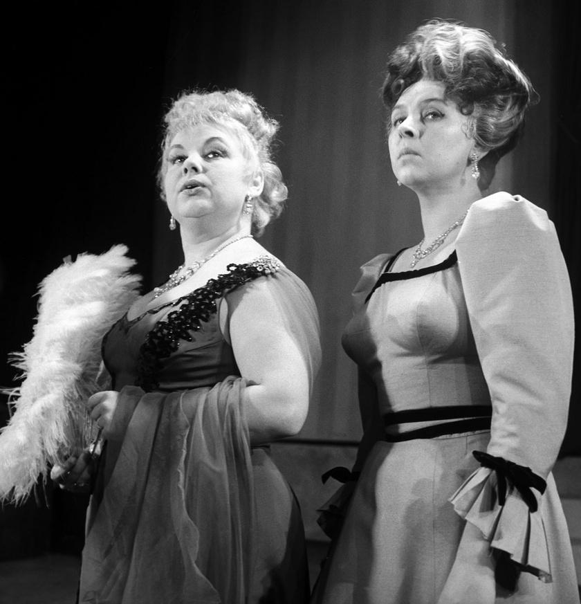 Lorán Lenke (bal oldalon) Lady Pipsy és Pásztor Erzsi Lady Gwendolyn szerepében Mark Twain Egymillió fontos bankjegy című zenés vígjátékában 1962-ben.