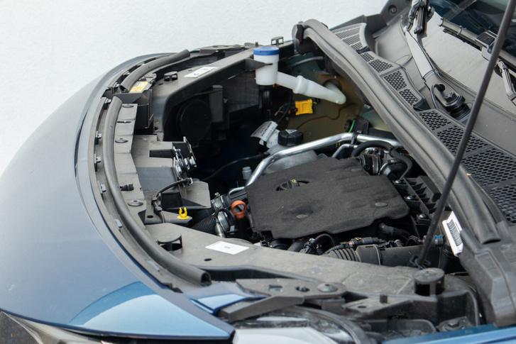 Mintha kiszakadt volna a motor belőle, de nem: ilyen mélyen van