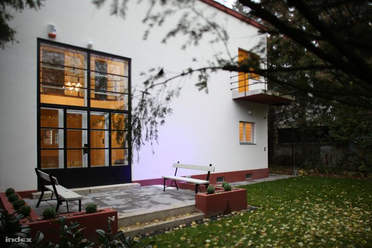 Az Ifj. Masirevich György tervezte ház a Napraforgó utcában