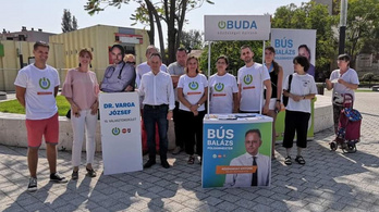 Dehogy rejtegetjük mi a Fidesz-logót!