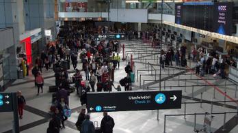 A reptér legbiztonságosabb részén tűntek el az irataik, bukták a gépet