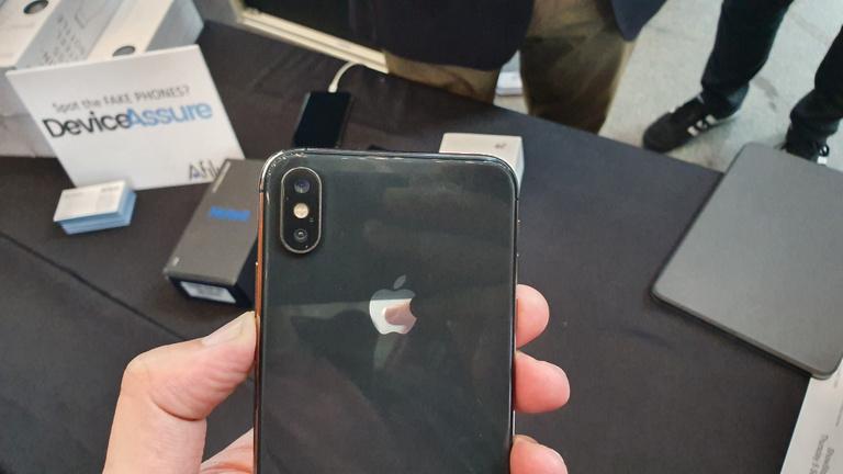 Ez az iPhone hamisítvány, mégis megveszik