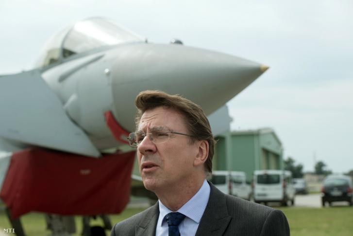 Iain Lindsay, az Egyesült Királyság magyarországi nagykövete a kecskeméti MH 59. Szentgyörgyi Dezső Repülőbázison 2018. augusztus 2-án