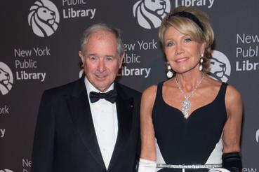 Egy tengerészgyalogost azzal az ajánlattal hívták fel, hogy Christine Hearst Schwarzman, a New York-i milliárdos, Stephen Schwarzman felesége egy dél-ázsiai befektetés idejére keres magának egy testőrcsapatot.