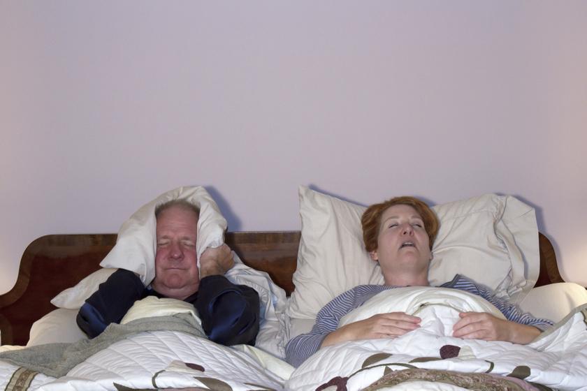 Ezért gyakoribb idősebb korban a horkolás - Néha csak műtét segíthet