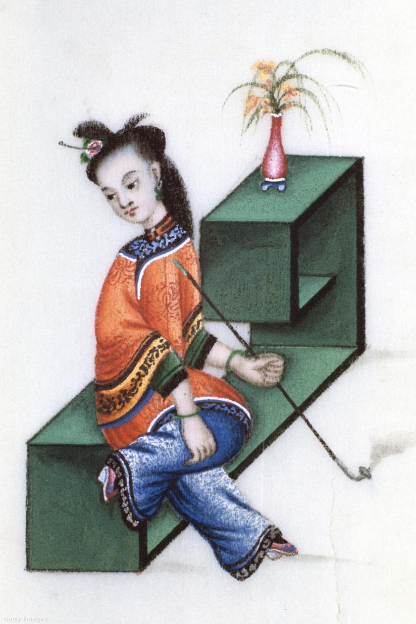 Tökéletes szépség az 1754-ben készült rajzon. A hölgy ópiumpipát szív, lótuszlábán selyemcipellővel.